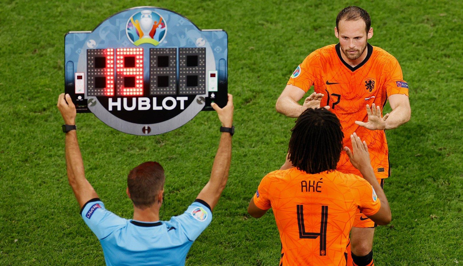 Ake plays final third as Dutch secure knockout berth