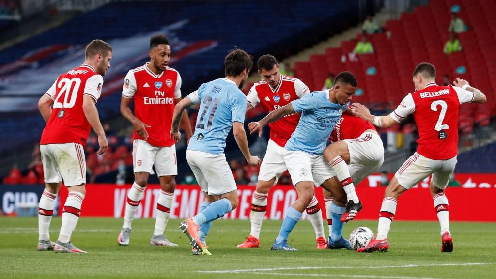 El City no tuvo fortuna ante la meta del Arsenal.