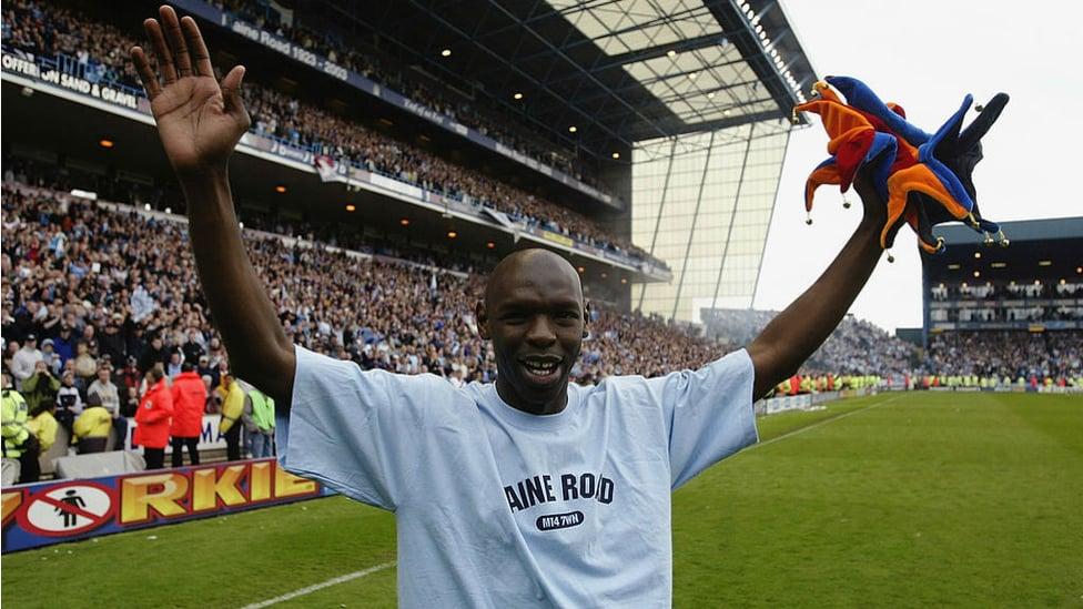 A FOND FAREWELL: Shaun Goater bids goodbye to the City fans