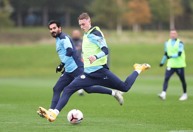 Cole Palmer, closely watched by Ilkay Gundogan