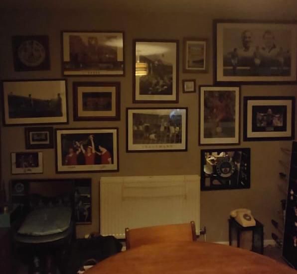 RUANG KOLEKSI: Ruangan milik keluarga Julia di mana setengah penuh koleksi City dan setengah lainnya koleksi Liverpool