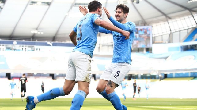 BROMANCE : Stones is the first to congratulate his defensive partner Dias after his goal.