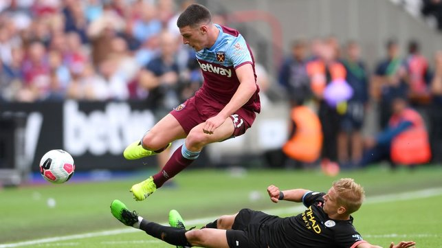 ROBUST : Aleks Zinchenko makes no mistake with a challenge on Declan Rice.