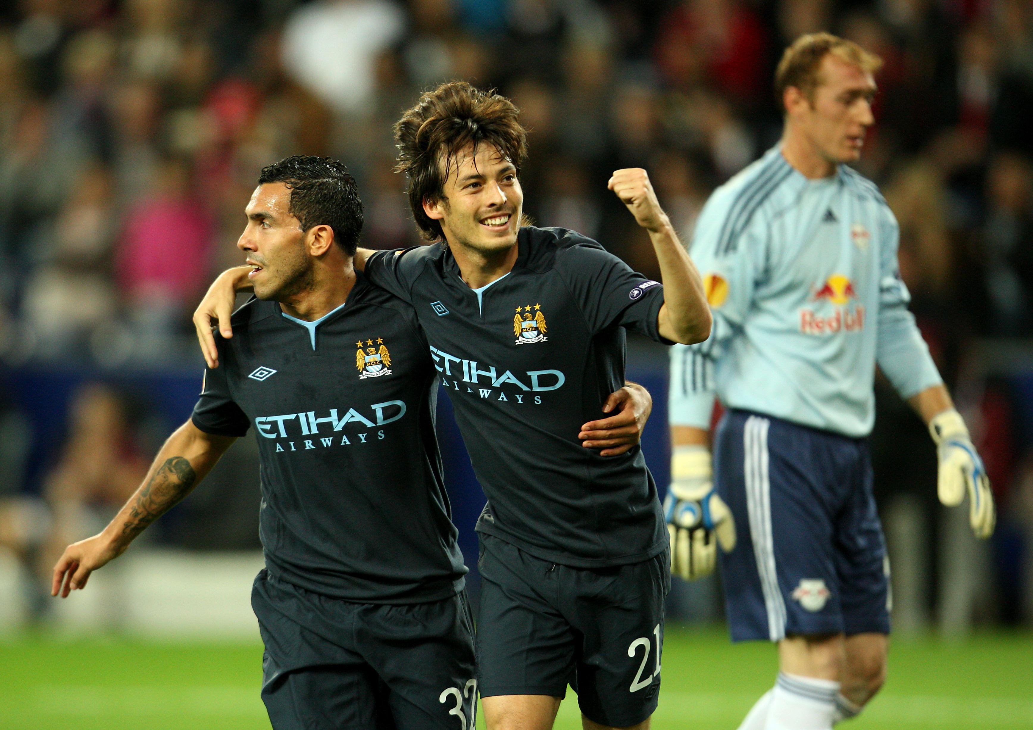 Carlos Tévez y David Silva celebran el primer gol europeo del canario con el City.