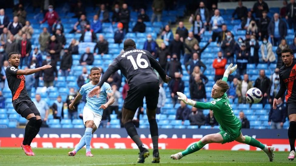 O SEGUNDO  : Gabriel Jesus amplia o marcador e marca seu gol 50 na Premier League