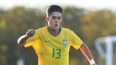 Yan Couto agrees deal