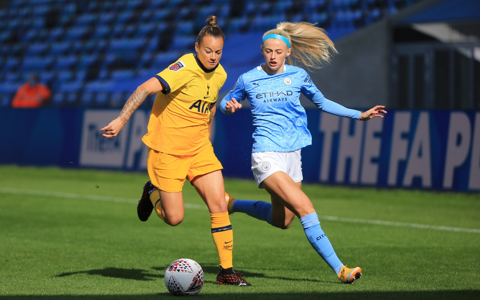 Kelly nets a worldie as City sink Spurs