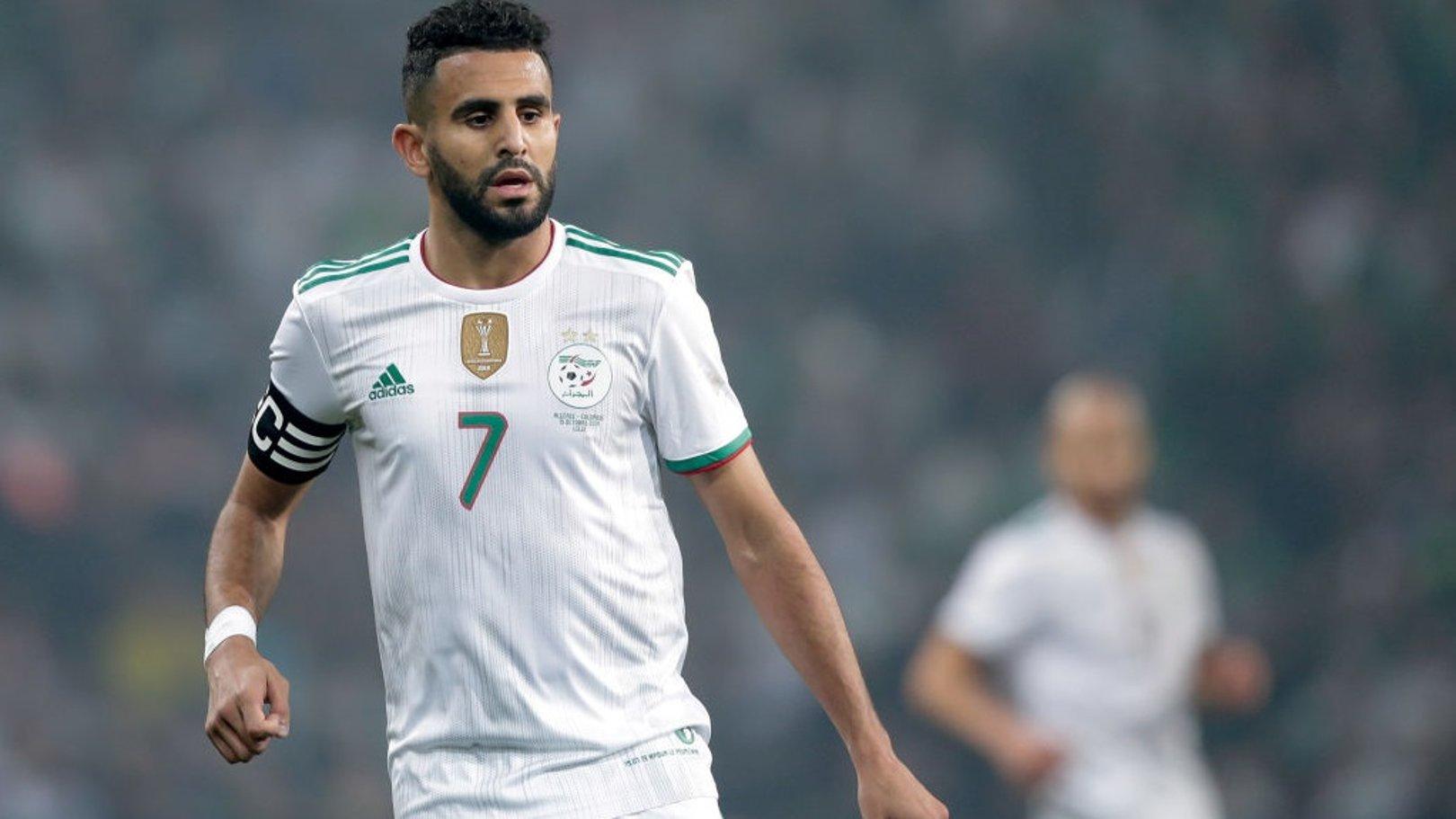 محرز يسجل هدفا رائعا في تعادل الجزائر مع زيمبابوي