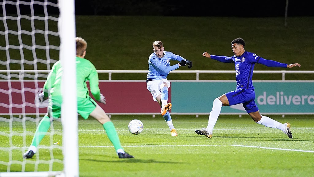 FINAL FLING: Cole Palmer fires in on the Chelsea goal