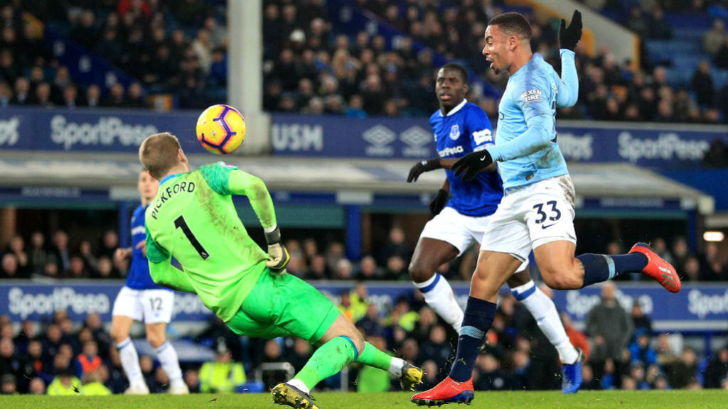 Which TV channel is Everton v Man City on?