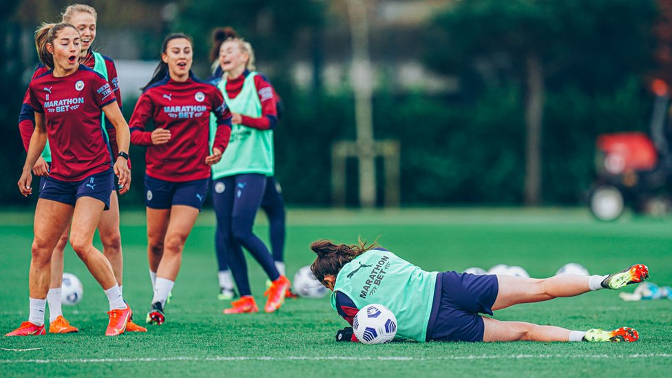 WEIR ROLLNG : Caroline Weir takes a tumble in the pre-match session!