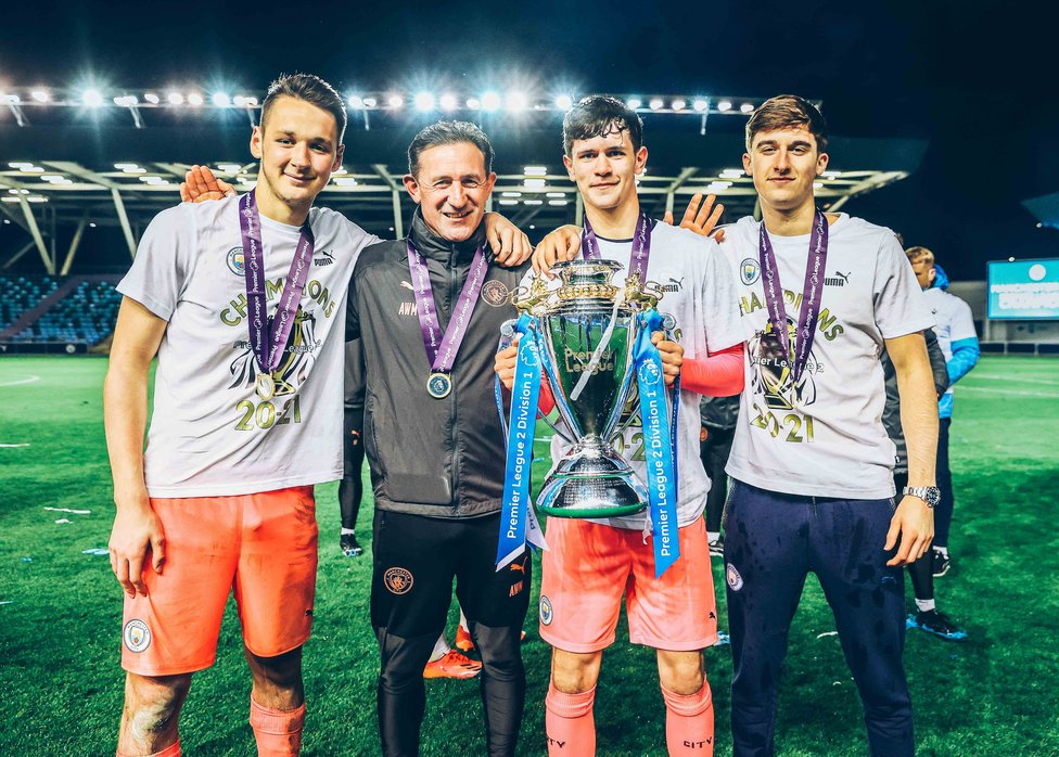 GK UNION : Our goalkeepers pose with the title.