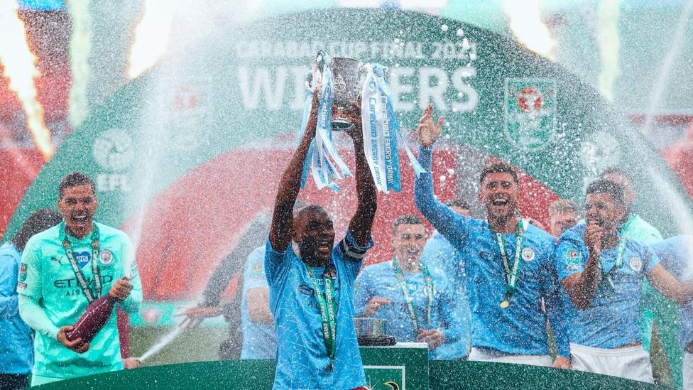 : 2021년 6번째 리그컵 우승 트로피를 들어올리며 새로운 기록을 세운 페르난지뉴