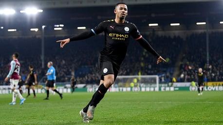 Gabriel Jesus faz dois e City goleia o Burnley