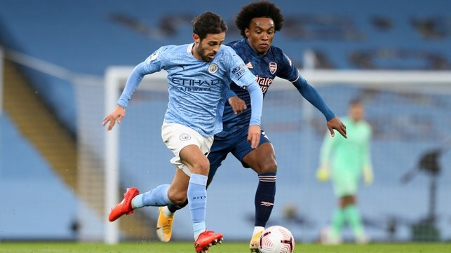 SLIPPERY SILVA : Bernardo escapes out of the clutches of the chasing Willian.
