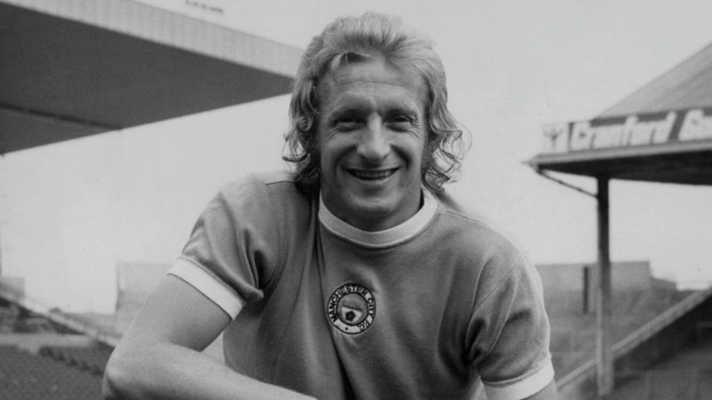 BACK IN BLUE : Denis Law after rejoining City from United in 1973