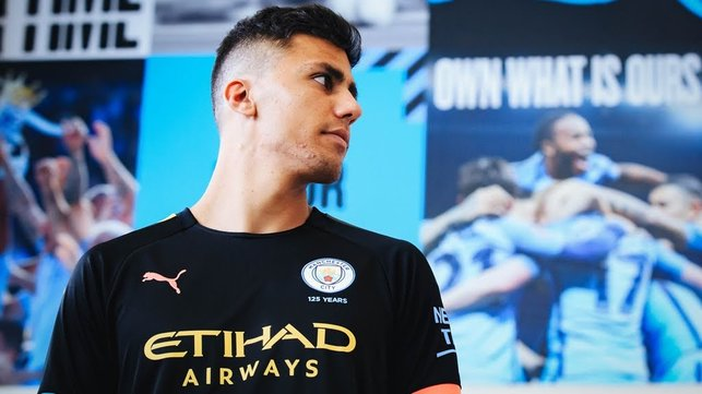 IN PROFILE : Rodri tries our new PUMA 2019/20 away shirt on for size