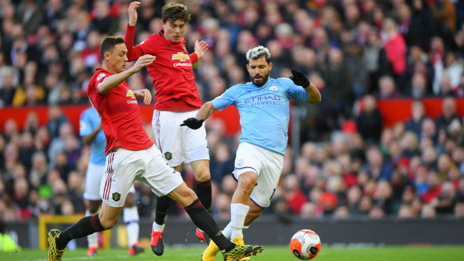 Which TV channel is Manchester United v City on?