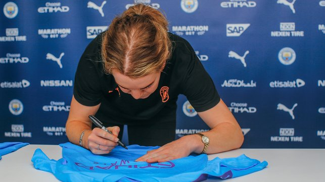 AUTOGRAPH : Win Aoife's signed shirt with Cityzens!