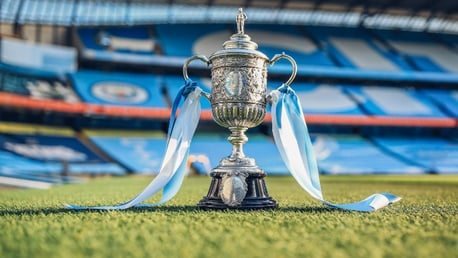 ท่านชีค มานซูร์ ได้ครอบครองถ้วย FA Cup ใบดั้งเดิม จากการประมูล