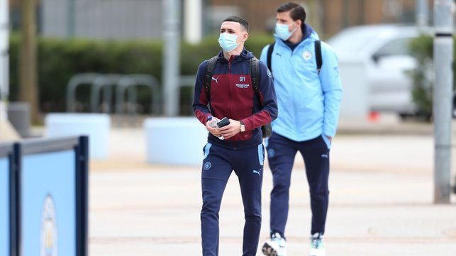 ARRIVAL : Foden and Dias make their way into the Etihad - business time!
