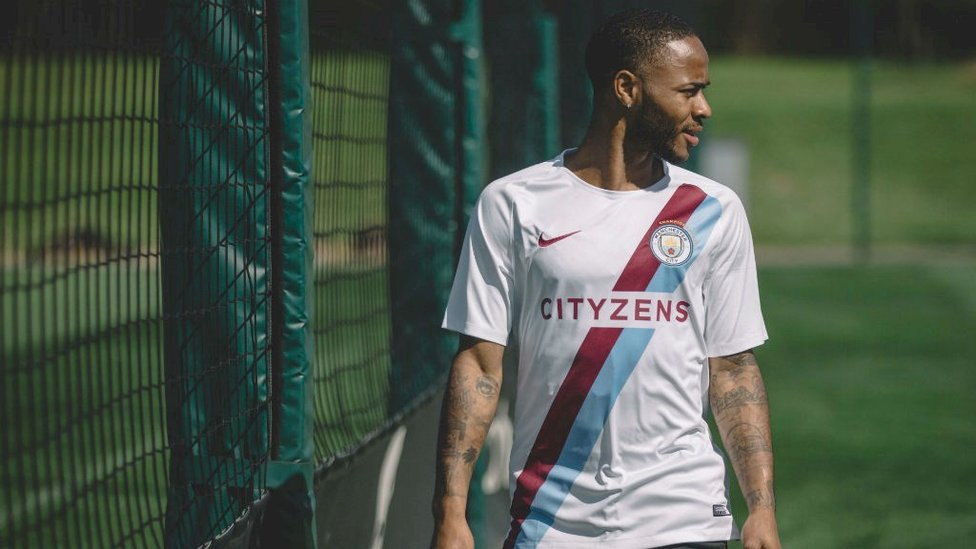 STERLING DESIGN : Not an official kit, but this commemorative training shirt was beautiful nonetheless