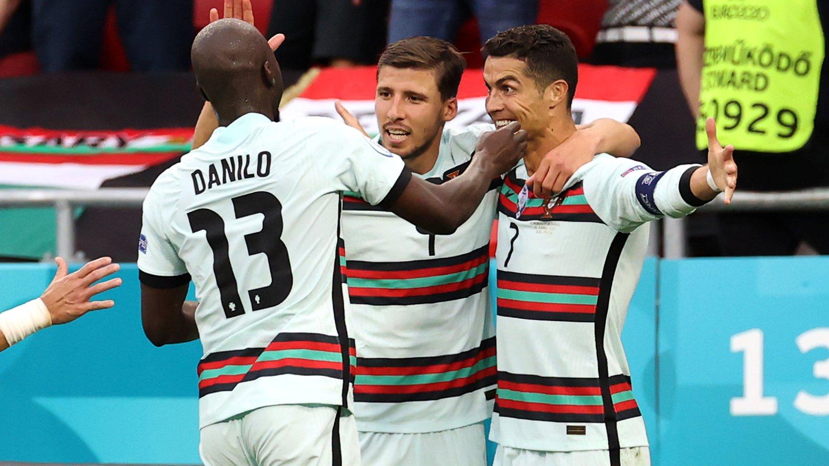 후반 마지막에 터진 3골과 함께 승리를 거둔 디아스와 베르나르두