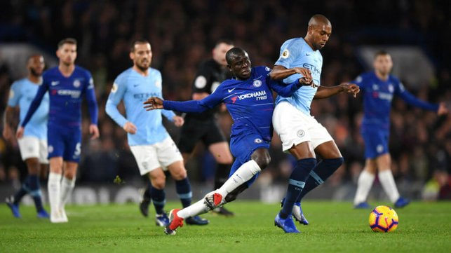 MY BALL : Fernandinho shows his strength to hold off Kante