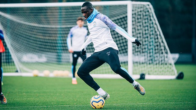 ACTION MENDY : Our French full-back was in the thick of things at training