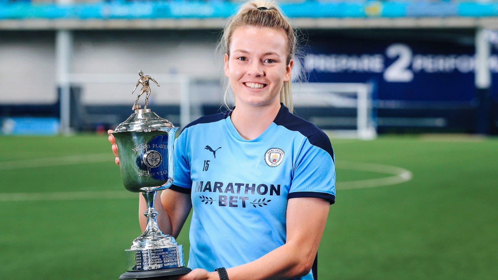 Lauren Hemp se lleva el premio PFA a la Jugadora Joven del Año