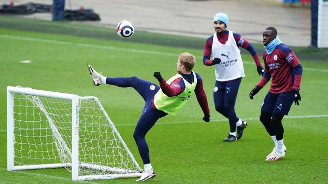 HOW'S YOUR TOUCH: Kevin De Bruyne keeps the ball alive!