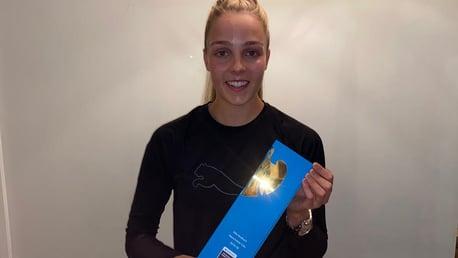 Ellie Roebuck Raih Penghargaan Golden Glove FAWSL