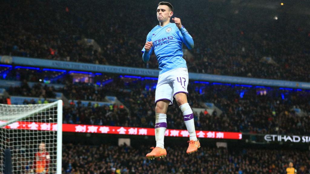 PENUTUP : Phil Foden merayakan gol penutupnya di pertandingan