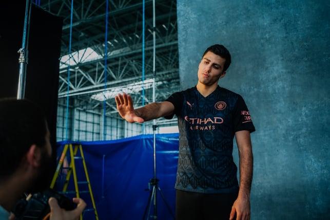 DENGAN GAYA : Rodrigo ambit bagian di Depan kamera