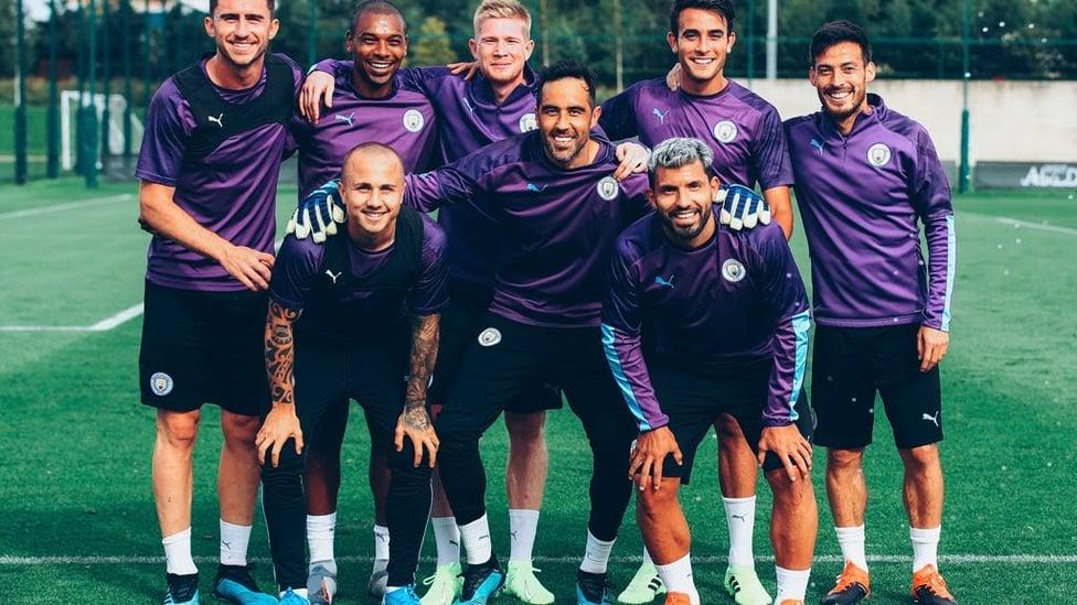 지난 8월 팀 동료들과 함께 찍은 단체 사진!