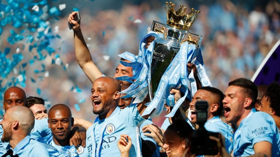 Mey 2018 : Di bawah asuhan Pep Guardiola, City memenangkan gelar ketiga Liga Primer dengan rekor 100 poin.
