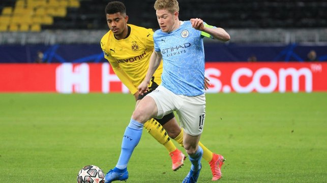 DE BRUYNE DRIBBLE: Our captain for the night drives into space