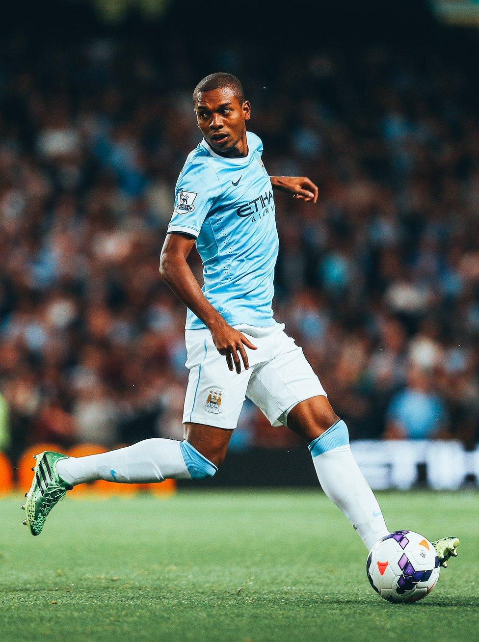 : 2013년 8월 19일 뉴캐슬전에서 데뷔전을 치르다(4-0 승)