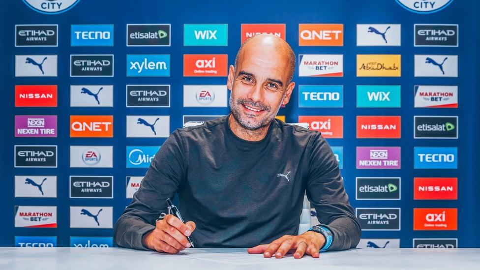 MASA DEPAN CERAH : Pep menandatangani kontrak baru dengan City pada November 2020, menuliskan masa depannya di Klub hingga setidaknya 2023.