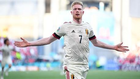 دي بروين يقود بلجيكا لقلب النتيجة أمام الدنمارك