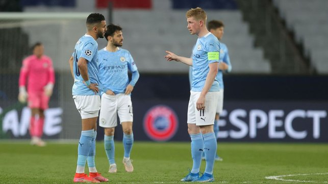 TEAM TALK: Riyad Mahrez and Kevin De Bruyne have a quick discussion ahead of the second half