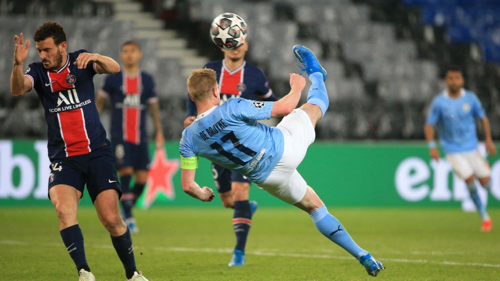 ALMOST: KDB lets fly with an overhead kick