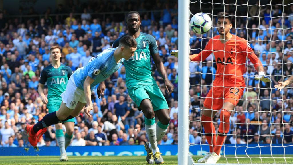 De cabeça, Foden fez seu primeiro gol pela Premier League
