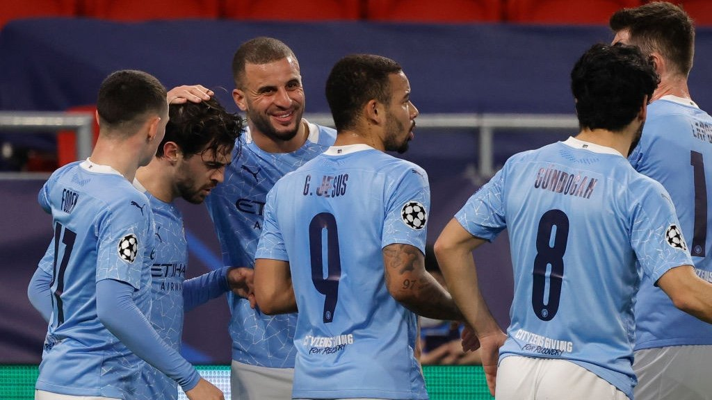 BER-NODDO: The players gather to congratulate Bernardo after his accurate headed goal.