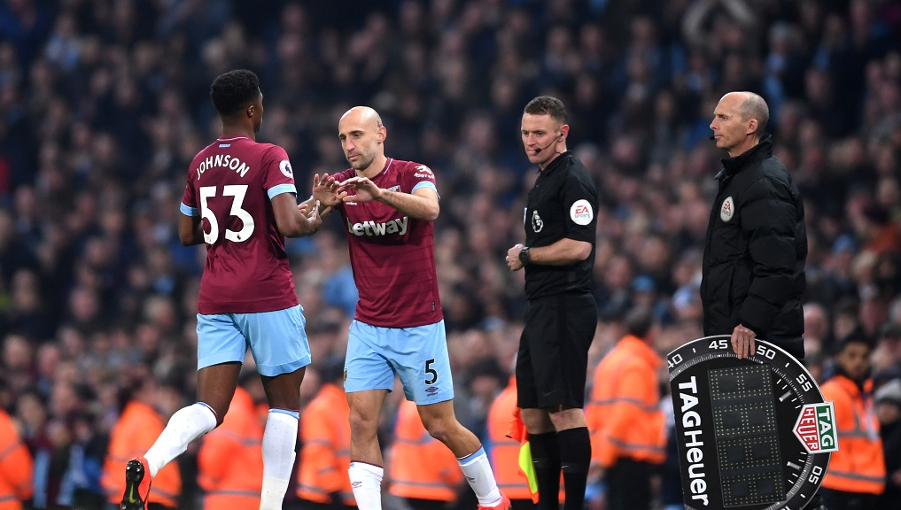 HERO RETURNS : Pablo Zabaleta comes on to a standing ovation from the City fans