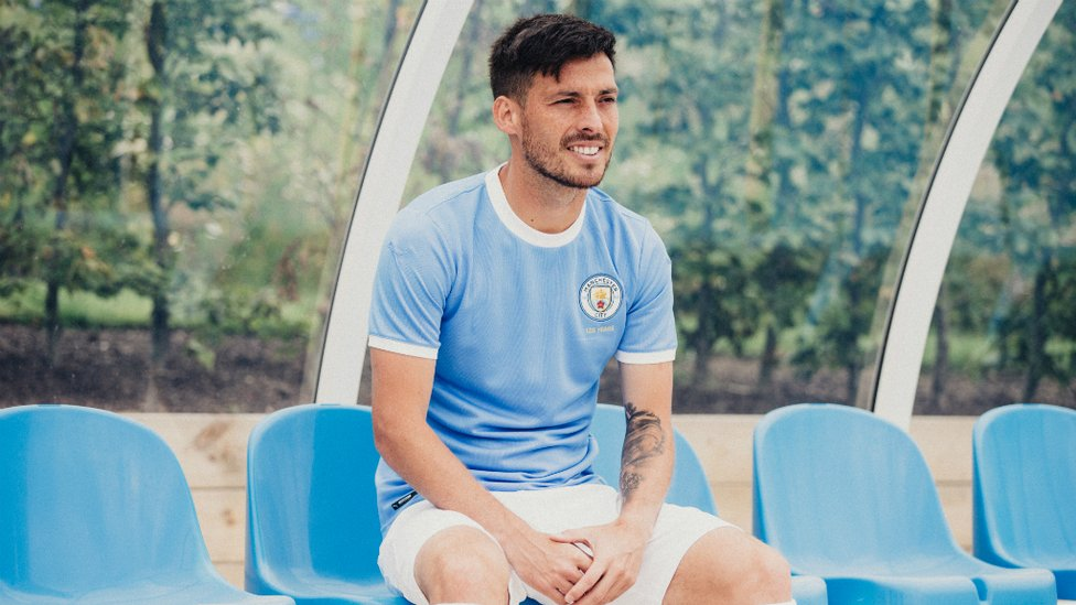 BLUE MOON : The shirt is primarily light blue with a white trim and the crest features gold lettering denoting the Club's 125 years.