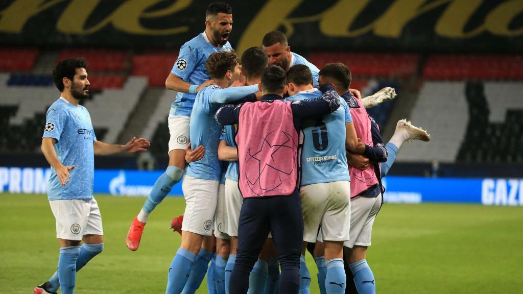 ¡GOL! : Los jugadores del City celebran el empate de Kevin De Bruyne.