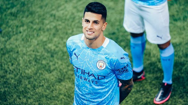 CANCELO:  : Joao is happy to be snapped!