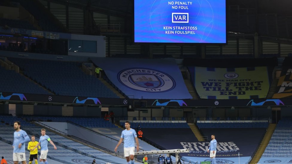 V-ARGH : City's penalty is overturned after a VAR review.