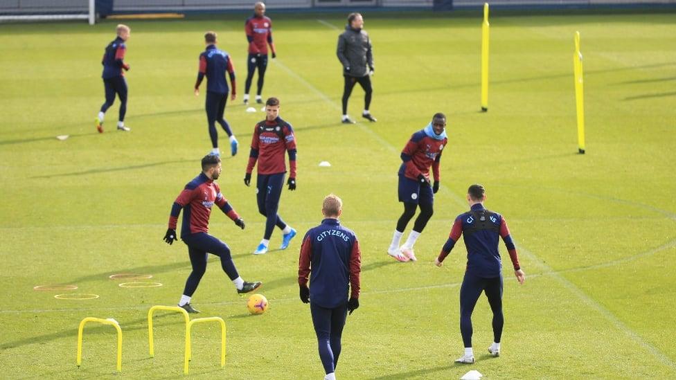 DRILLS : Sergio Aguero looks for a team-mate.